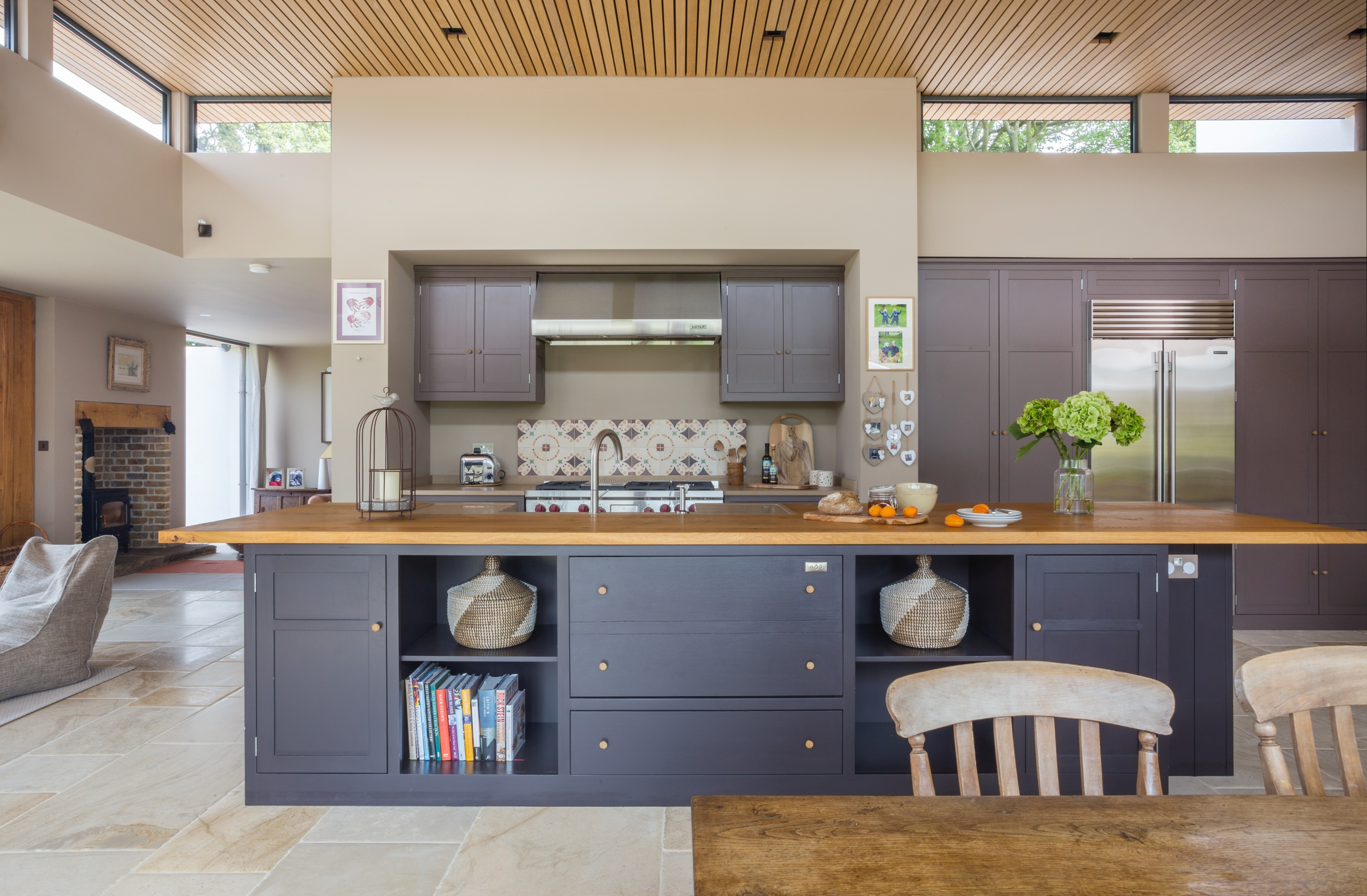The World Of Interiors Index Charlie Kingham Bespoke Kitchens